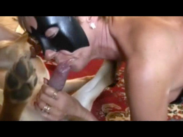 Mamie Olivia et son clebs sex zoo